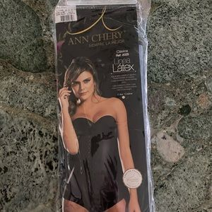 NEW Ann Chery 2025 Size 32 Small